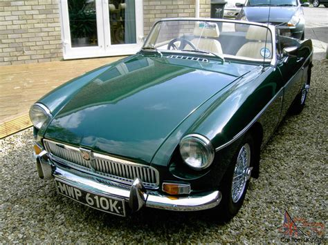 british racing green mgb roadster 1972 british racing green
