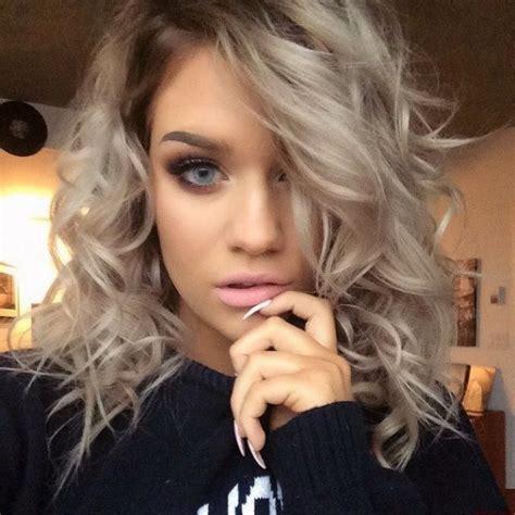 tintes de cabello color gris las 25 mejores ideas sobre pelo corto y ondulado en