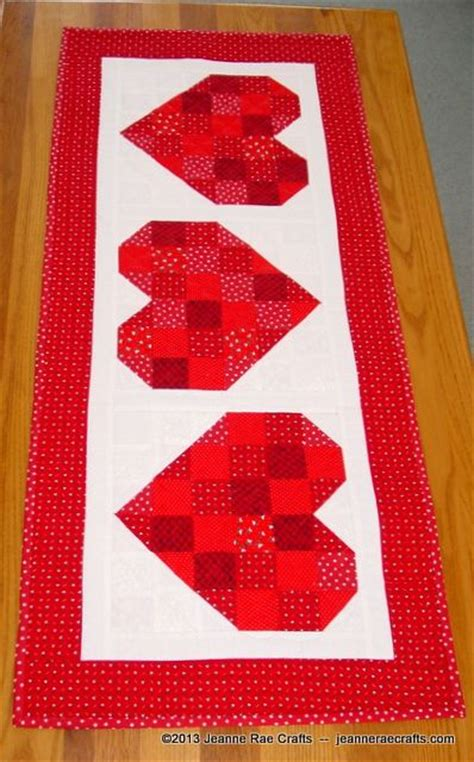 heart pattern joggers scrappy hearts free table runner pattern quilting