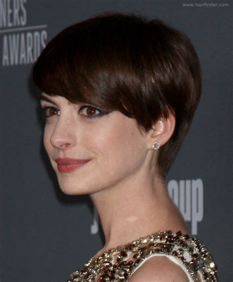 short beveled hairstyles anne hathaway slightly grown out pixie haircut with