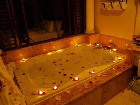 imagenes romanticas en la cama habitaciones nuevas con p 201 talos de rosas y velas