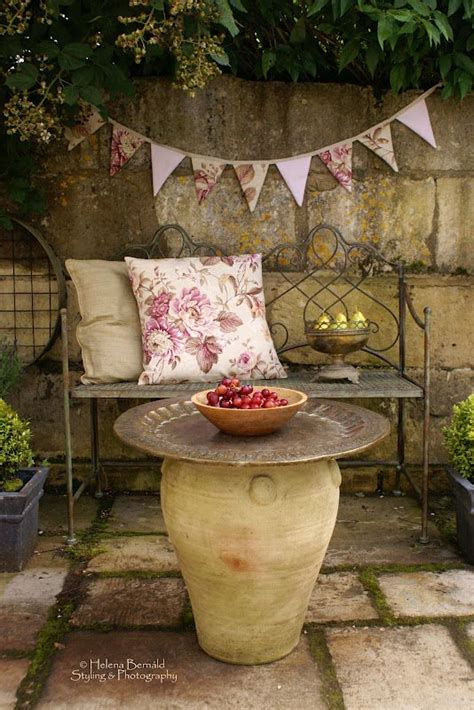 Patio Table Flower Planters by 1000 Ideas About Large Pots On Agave Plant