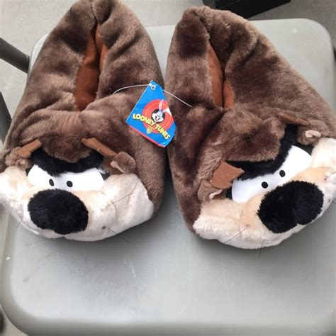 taz slippers looney tunes looney tunes tasmanian slippers from