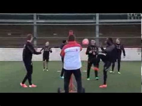 youngster breaks henderson s keepy uppy record phim clip