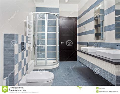 Ordinaire Glace Salle De Bain #3: Salle-de-bains-moderne-dans-le-bleu-avec-le-compartiment-de-douche-13045860.jpg