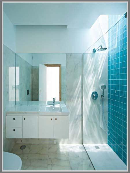 Bebek Kamar Mandi Pembersih Kamar Mandi Biru Fresh ciptakan kesan nyaman di kamar mandi dengan warna biru