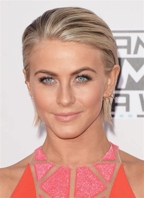 How To Style Julianne Houghs Short Haircut | julianne hough short hairstyles lookbook stylebistro