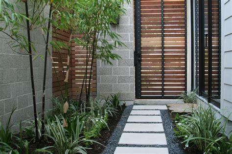 Backyard Clothesline Cohen Residence Entry Courtyard Modern Landscape