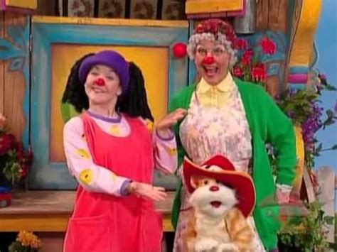 the big comfy couch clown in the round big comfy couch upside down clown youtube