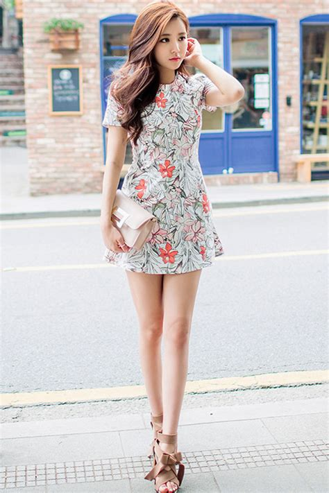 nah itu tadi beberapa model rok mini korea yang terbaru semoga fashione trends jenis jenis dress wanita terkini