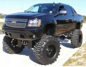 lifted chevy avalanche trucks