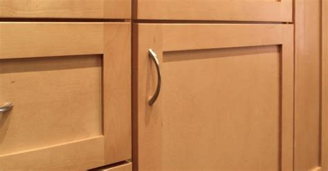 Shaker Cabinet Door Construction Sonoma Maple Shaker Style Door Features A 5 Drawer Front Opposed To A Slab