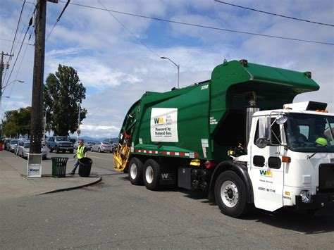 truck seattle trash trucks rolling in seattle drivers approve contract