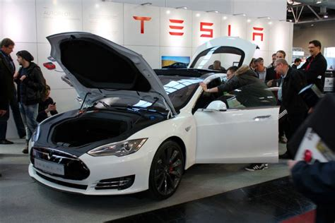 why invest in tesla stocks to invest in here s what shorts think about tesla