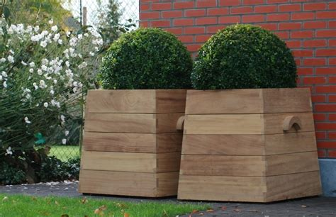 10 easy pieces square wooden garden planters gardenista