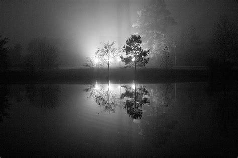 fotos en blanco y negro con algo de color el otro lado del espejo blanco o negro
