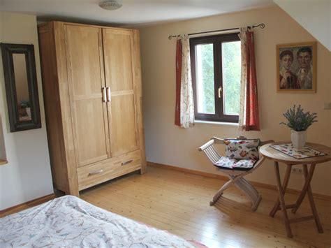 afrikanisches schlafzimmer ferienhaus villa tusculana cochem mosel frau