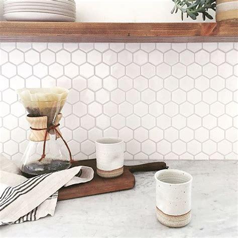 honeycomb backsplash tile 25 best ideas about honeycomb tile on hexagon