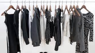 trucos para evitar que la ropa negra se decolore flota