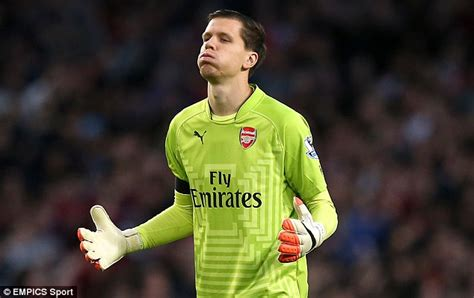 arsenal goalkeeper arsenal keeper wojciech szczesny backed by bob wilson as