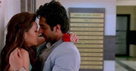 ciuman terbaik film india ayushmann khurrana pooja salvi nautanki saala 15
