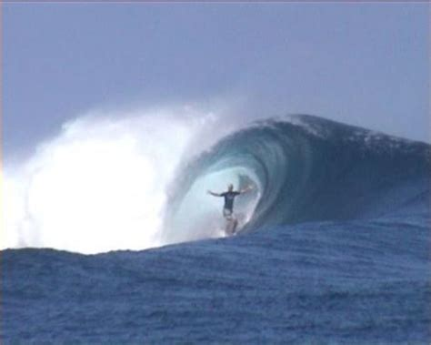 frigates reef, fiji : surfing pictures