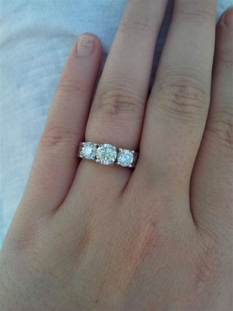 what type of band with 3 ring with side diamonds