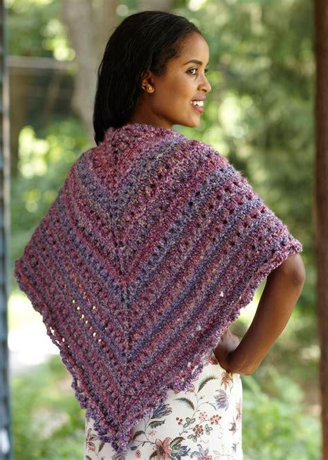 knitting pattern homespun yarn splendid triangle shawl in lion brand homespun l0363