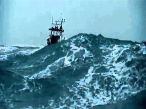 imagenes de barcos en tempestades tormentas en el mar del norte youtube