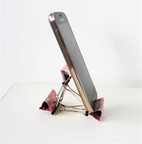 How To Make A Paper Phone Stand - diy smart phone stand with binders tutorial akamatra