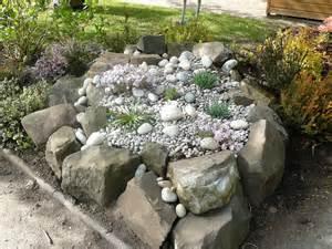 Kleiner Steingarten Bilder Nessie S World Unser Kleiner Steingarten