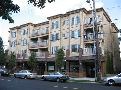 seattle appartment varsity apartments at 2300 ne 65th street seattle wa 98115 hotpads