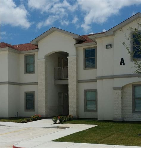 lakeview apartments lakeview apartments rentals laredo