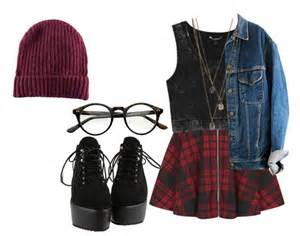 Keep it bold and sophisticated by teaming burgundy beanie with washed