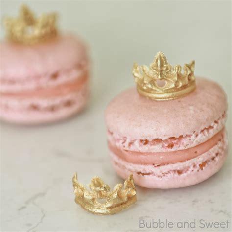 Mini Sweet I Gold and sweet princess macarons with mini edible