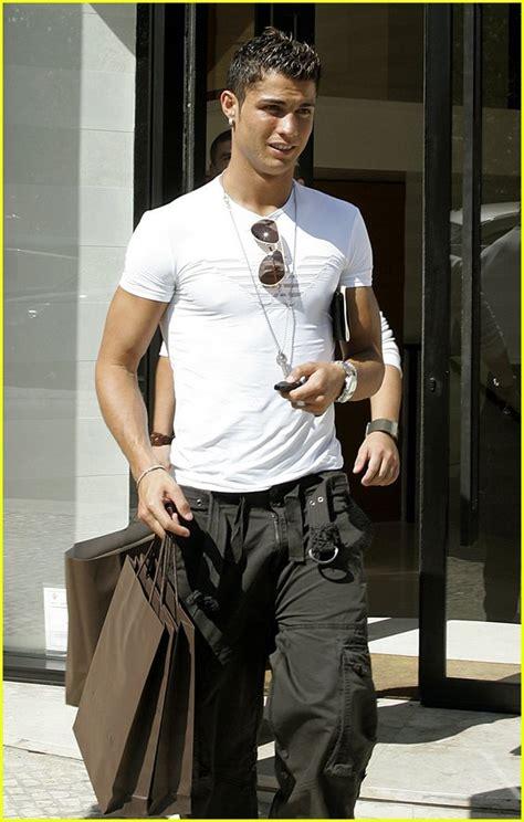 Louis Vuitton Cristiano Ronaldo With His Louis Vuitton Bag sized photo of cristiano ronaldo louis vuitton 04