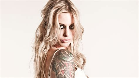 gin wigmore a brush with james bond unveils a singular