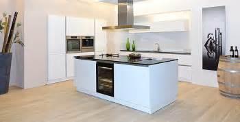 l küche mit kochinsel k 252 che k 252 che wei 223 mit kochinsel k 252 che wei 223 mit k 252 che