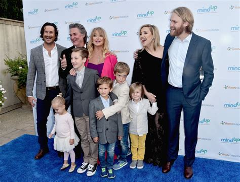 oliver hudson and family kate hudson family pics husband age son height