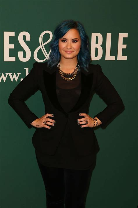 demi lovato biography barnes and noble demi lovato book signing at barnes noble in la gotceleb