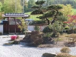 japanischer garten zen garten anlegen bei gartencenter de