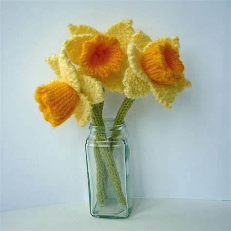 pattern crochet daffodil knit or crochet the march flower of the month daffodil