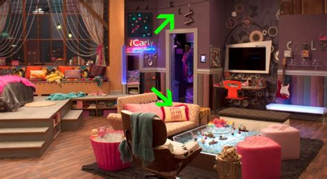 Carlys Bedroom by 4 Details Of Dan Schneider S Icarly Sets