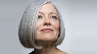 60yr wonen haircut 31 bold hairstyles for women over 60 from real world icons