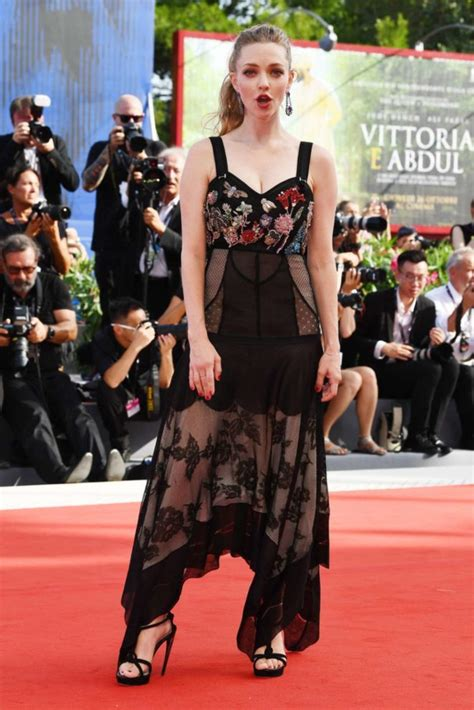amanda seyfried red carpet amanda seyfried first reformed red carpet at 2017 venice