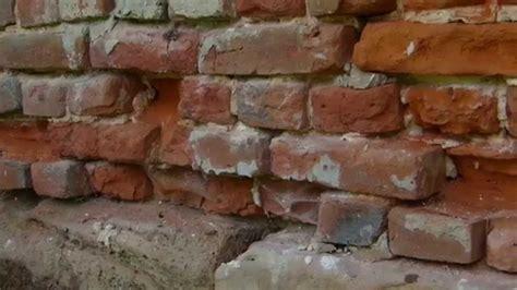 putz reparieren innen backsteine erneuern ziegel auswechseln