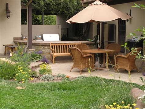 cozy small backyard patio landscape designs for your home