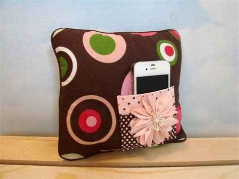 ipod pillow 1000 ideas about ipod holder on pinterest cell phone