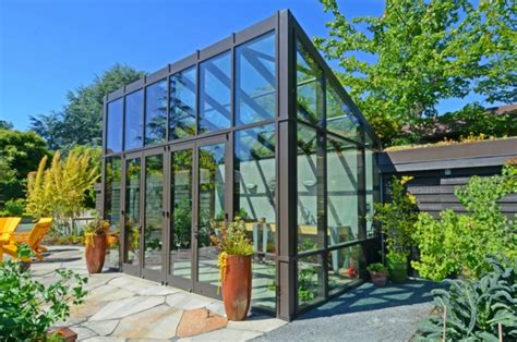 modern green home design gew 228 chshaus im garten bauen und anlegen was m 252 ssen sie
