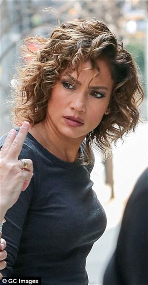 j lo hair new short curly 2014 jennifer lopez s curly do reappears shades of blue set
